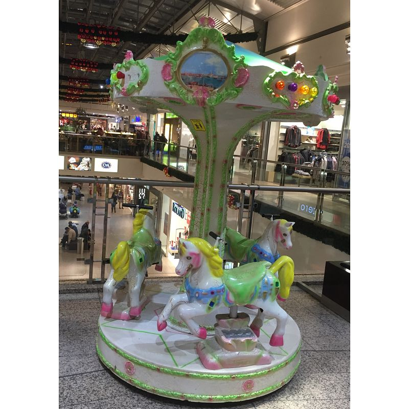Kinderkarussell im Einkaufszentrum