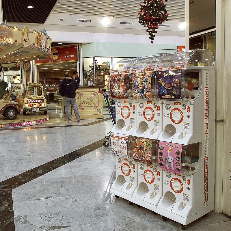 Bandai Spielzeugautomat im Einkaufszentrum